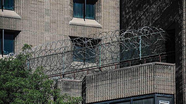 Könnygázzal a börtönlázadás ellen