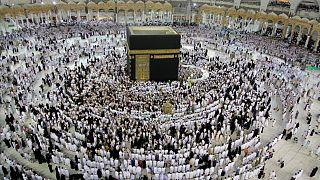 Suudia Arabistan Covid-19 nedeniyle Hac ziyaretlerini kısıtlamaya hazırlanıyor