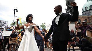 Esküvőről tüntetésre Philadelphiában - Kerry Anne és Michale Gordon