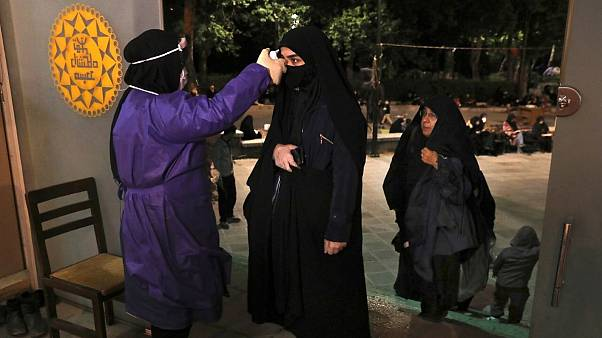 تبسنجی در مراسم شب قدر در ورودی مسجد دانشگاه تهران