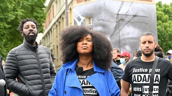 Assa Traoré, soeur du jeune noir Adama mort après une interpellation, photographiée à Paris le 9 juin 2020