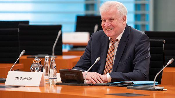 Berlin, 2020. május 20. - Horst Seehofer német belügyminiszter a kabinet heti munkaülésén