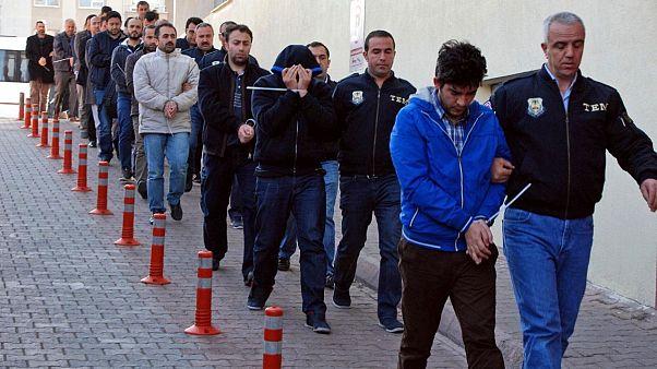 عکس آرشیوی از دستگیری مظنونان به دست داشتن در کودتای ترکیه