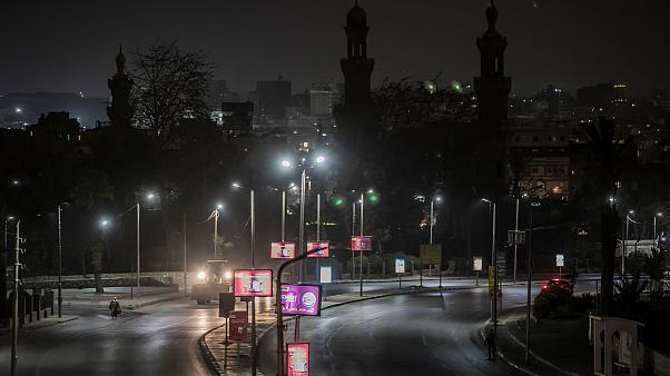 صورة لشوارع القاهرة في الليل