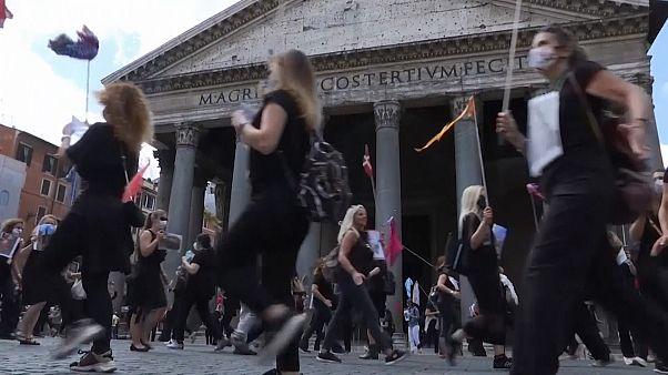 Olasz idegenvezetők tüntettek a gazdasági támogatás hiánya miatt