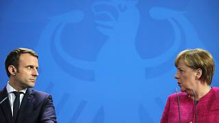الرئيس الفرنسي إيمانويل ماكرون والمستشارة الألمانية أنغيلا ميركل