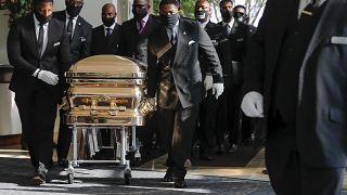 Houstonban négyórás szertartással búcsúztak el George Floydtól