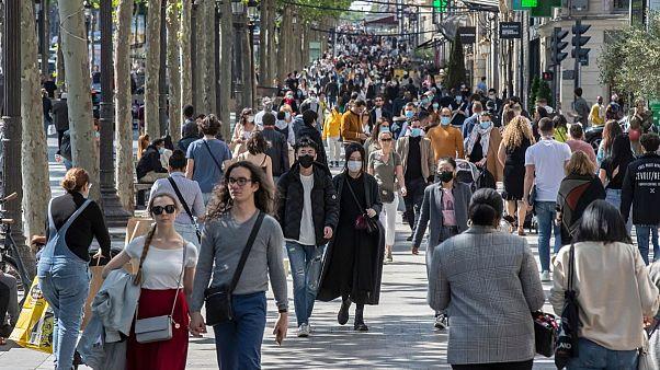 خیابان شانزهلیزه پاریس پس از کاهش قرنطینه