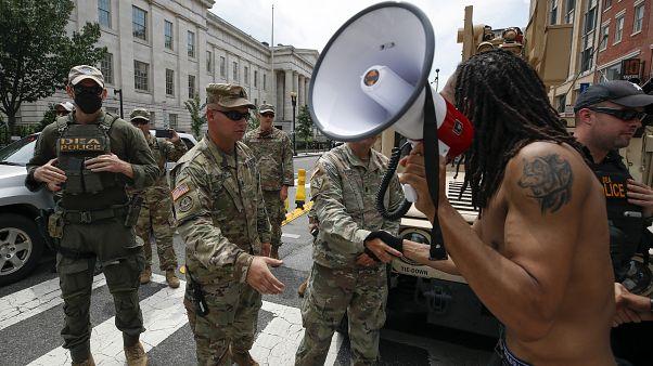 A Nemzeti Gárda tagjai egy washingtoni tüntetésen