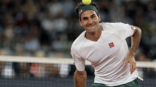 Roger Federer lors d'un match d'exhibition contre Rafael Nadal à Cap Town, Afrique du Sud, le 7 février 2020.