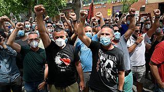 عمّال يحتجون على إغلاق مصنع نيسان في برشلونة