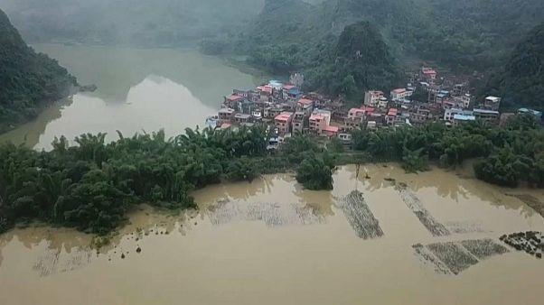 Napok óta szakad az eső Dél-Kínában