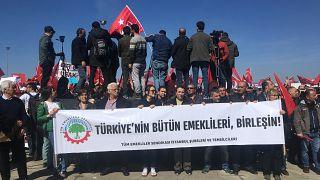 Emeklilikte Yaşa Takılanlar Sosyal Yardımlaşma ve Dayanışma Derneği İstanbul'da miting düzenledi