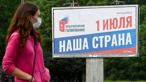 لافتة تروج للتصويت على التعديل الدستوري الروسي