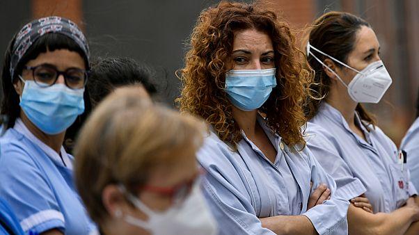 طبيبات بإحدى مستشفيات إسبانيا