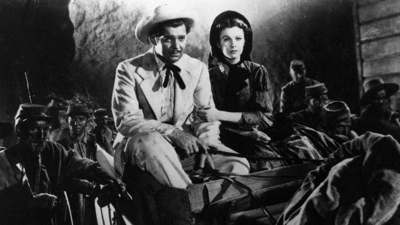 Rhett Butler (Clark Grable) and Scarlett O'Hara (Vivien Leigh) get a first-hand look at the Civil War