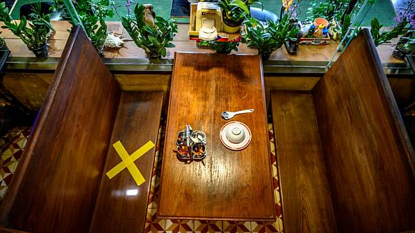 طاولة أكل في احد مطاعم العاصمة التايلندبة بانكوك - 2020/05/09