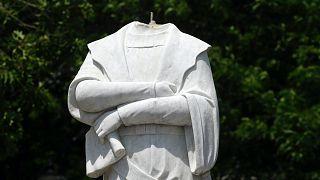 Kolumbusz Kristóf június 10-én lefejezett szobra Bostonban