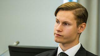 فيليب مانسهاوس داخل قاعة المحكمة