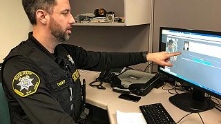 Arcfelismerő program használata a hillsborói rendőrségen, Oregon, USA, 2019