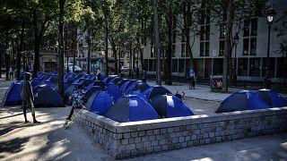 خيام تؤوي طالبي لجوء في فرنسا