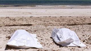 جثث لمهاجرين على الساحل التونسي