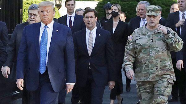 ABD Genel Kurmay Başkanı Mark Milley sürpriz kilise ziyaretinde Trump'ın yanında yürümüştü