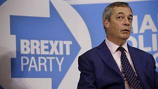 Farage denuncia situação migratória no Canal da Mancha