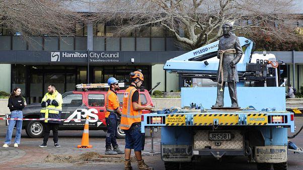 Yeni Zelanda'da İngiliz sömürge topluluğu komutanlarından Kaptan Hamilton'un heykeli kaldırıldı
