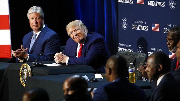 Donald J. Trump amerikai elnök mosolyog egy texasi konferencián 2020. június 11-én