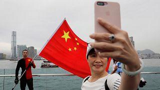 Kína-párti tüntetők Hongkongban