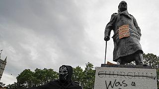 Protestos contra o racismo já levaram a vandalismo na estátua de Churchill
