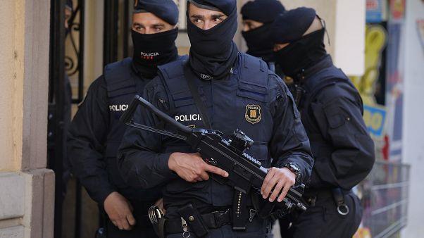 Kiterjedt embercsempész-hálózatot számolt föl a spanyol rendőrség nemzetközi összefogással