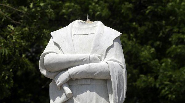 Geköpfte Columbus-Statue in Boston.