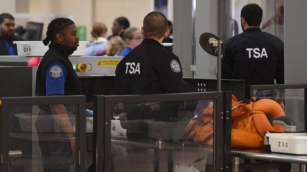 رجال أمن في مطار لوس أنجلس