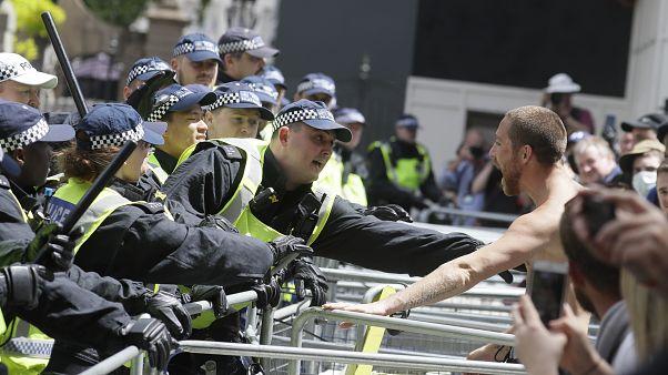 Londres : une manifestation autour de la statue de Churchill dégénère en heurts avec la police