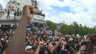 شاهد: آلاف الفرنسيين يتظاهرون للتنديد بعنف الشرطة