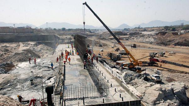 صورة لعملية تشييد سد النهضة في إثيوبيا