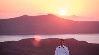 Le Premier ministre grec Kyriakos Mitsotakis lance la saison touristique depuis l'île de Santorin