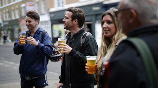 Londra'da sokakta bira tüketimi arttı