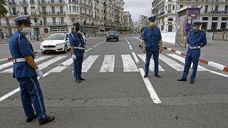 عناصر للشرطة الجزائرية وسط العاصمة الجزائر. 2020/05/24