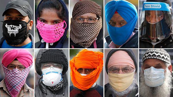 Britannici che indossano diverse protezioni per il viso, contro l'epidemia di coronavirus, nell'area di Southall a Londra