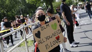 Black Lives Matter: una catena umana lunga 9 km a Berlino