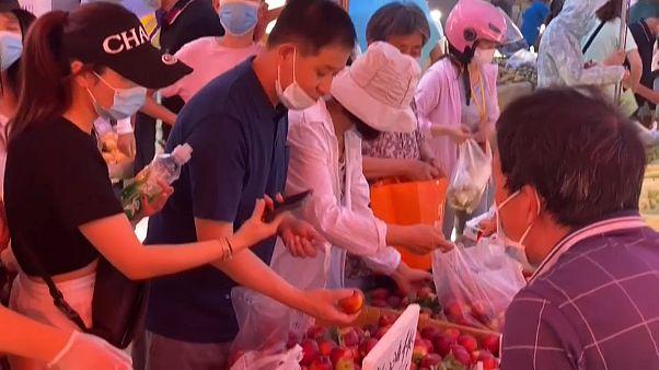 Κίνα: Κρούσματα κορονοϊού σε λαϊκή αγορά του Πεκίνου