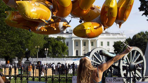 Mobilisation des pro et anti-Trump pour ses 74 ans