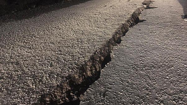 Bingöl'de meydana gelen depremde bazı noktalarda hasar oluştu