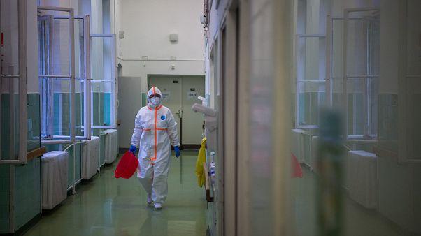 Krasznai Erika ápolónő a Covid Ortopéd-Traumatológiai Osztályon a Szent János Kórházban (2020. június 5.)