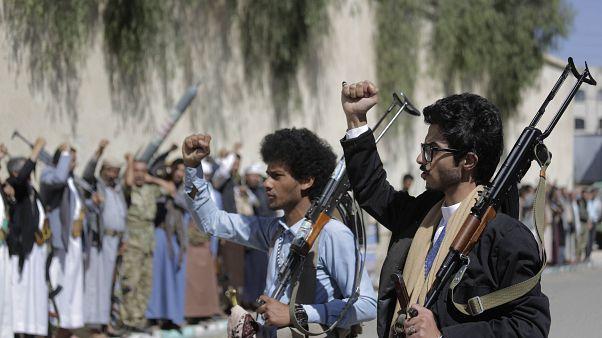 Yemen'de İran destekli Şii Husilere bağlı silahlı savaşçılar