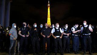 الشرطة الفرنسية تحتج في باريس ضد موقف وزير الداخلية من موجه التنديد بعنف وعنصرية رجال الشرطة