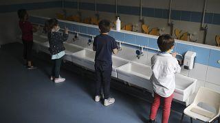 Francia: distanziamento a scuola